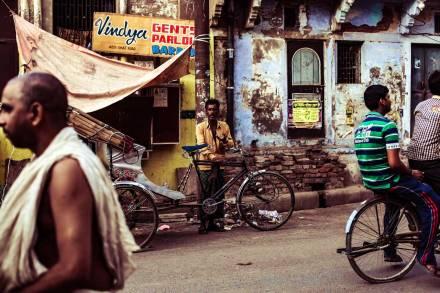 01-poverty-Photo-by-Charl-Folscher-on-Unsplash-LR